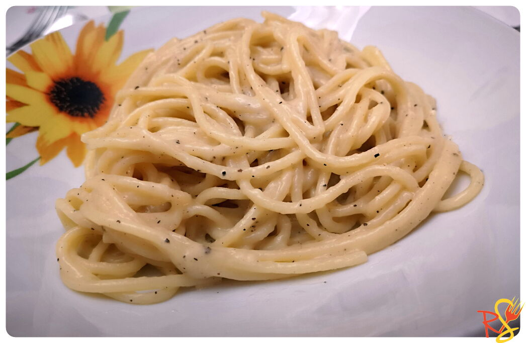 Pasta with Cheese and Black Pepper (Spaghetti Cacio e Pepe)